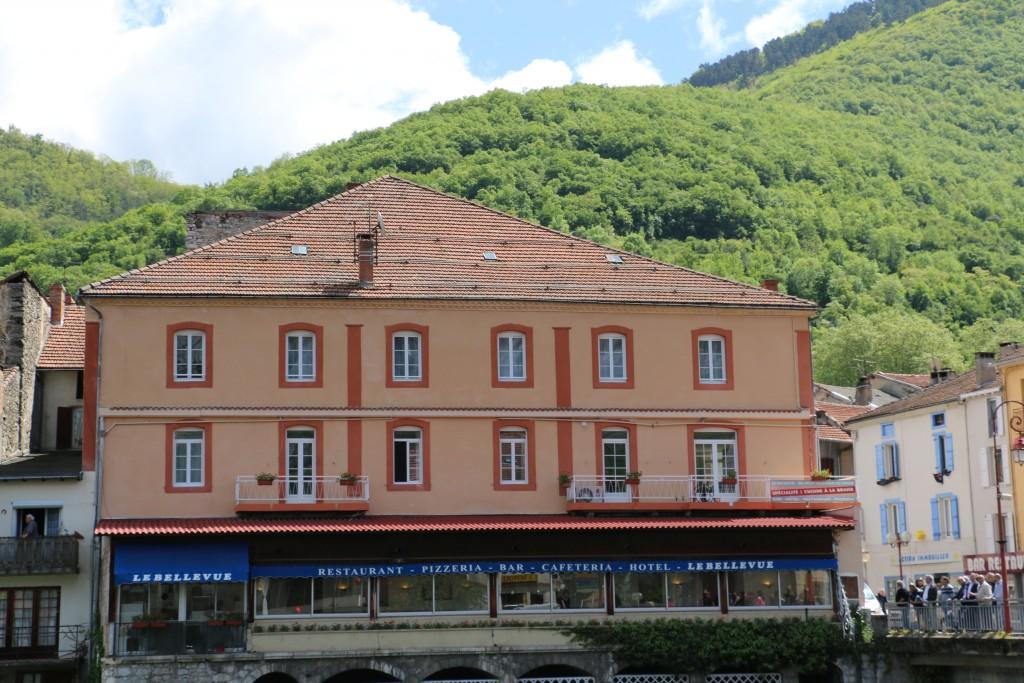 Photo de la façade du restaurant Le Bellevue et de l'hôtel Terranostra