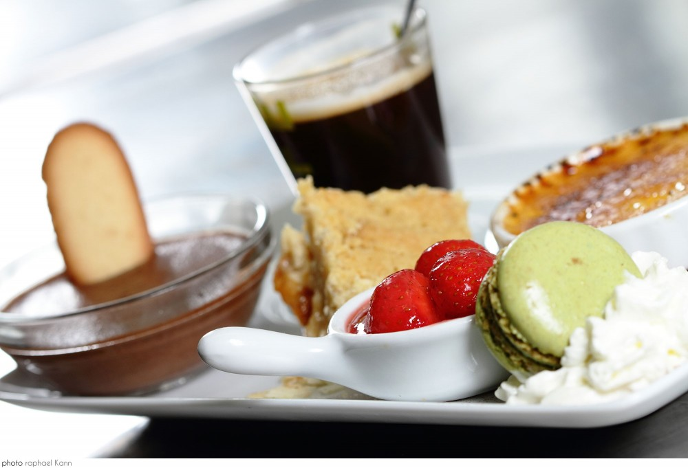 Photo d'un café gourmand au restaurant Le Bellevue